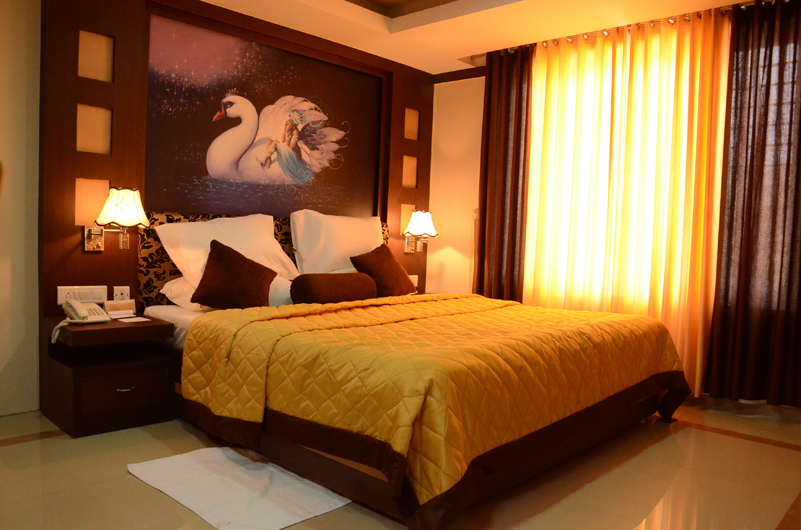 cheapest hotel in kannur